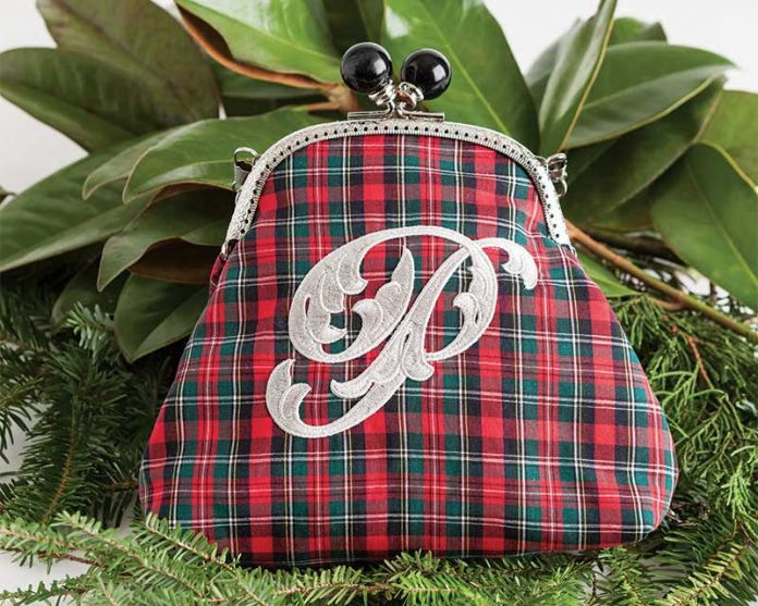 Classic Noel Coin Purse - Classic Sewing holiday sewing project