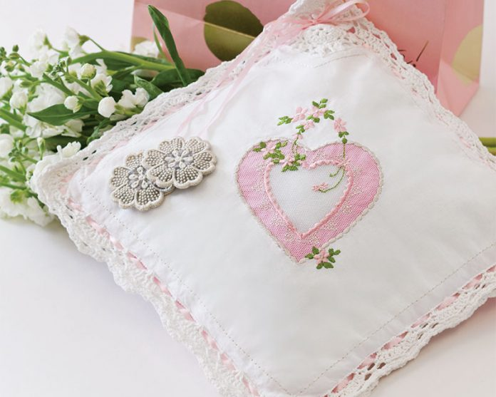 Vintage style appliqué heart pillow classic sewing magazine